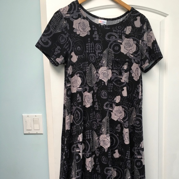 LuLaRoe Dresses & Skirts - LuLaRoe Carly Small Black Grey roses EUC